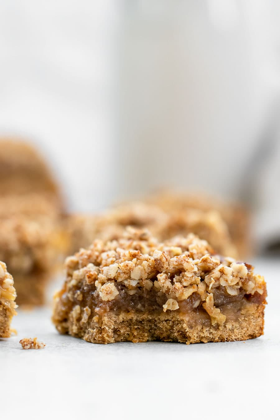 Apple pie bar with crumbles.